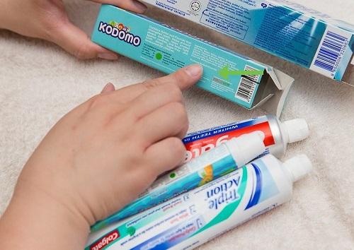 cách chữa hôi nách bằng kem đánh răng