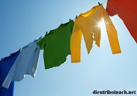 khử mùi hôi nách trên quần áo